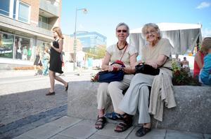 Gudrun Hermansson, Frösön, och Ingrid Forsberg, Östersund, gillar att Storsjöyran finns.
