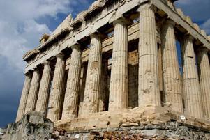 Akropolis, bäst i Aten. Inte bara det förhistoriska, utan också parken med strama cypresser och fågelsång mitt i miljonstaden.
