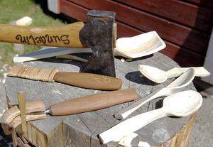 Tillverkning av träskedar.