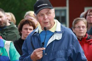 Det var ett stort antal vandrare som kom till den tredje och sista byvandringen som Ovanåkers hembygdsförening arrangerade med Sven-Erik Eriksson som guide