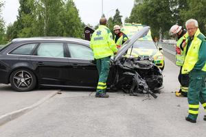 Bilen blev stående över bägge körfälten.