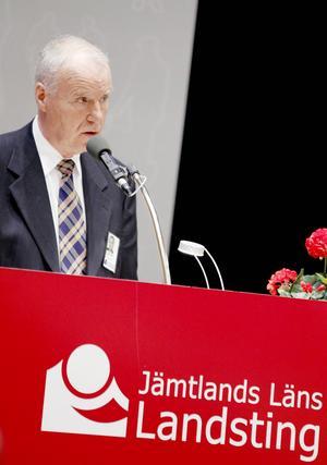 Finn Cromberger (FP) vid en debatt i landstingsfullmäktige.