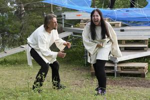 I år gestaltas Arnljot av Johan Antman. Mikaela Pålsson gör rollen som Vaino.