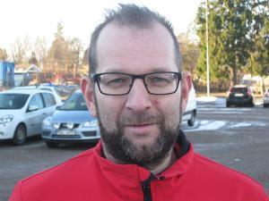 Västeråsaren Ulf Sjöstedt tvingades torka upp sina egna spyor på akuten efter att ha drabbats av ett njurstensanfall.