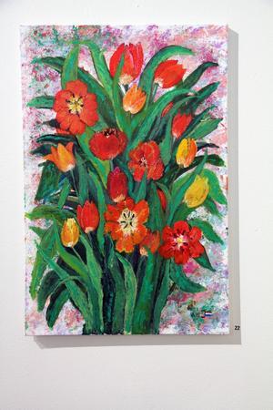 Birgitta Johansson har målat tulpaner i akryl på canvas. Hon ställer ut i Vändplatsens (gamla busstationen) utställningslokal i Edsbyn i augusti.