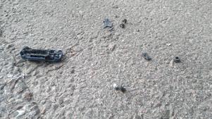 På vägen hem råkade jag passera en bilolycka. Denna tragiska scen vittnade om en våldsam krasch, om någon förolyckades vet jag inte - kanske några myror. Orsaken till olyckan är ännu okänd, men en större bil uppges ha smitit från platsen.