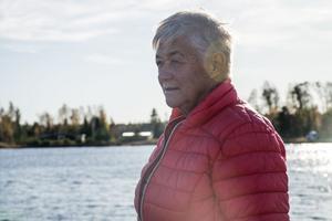 Fem år sedan fick Barbro Åsander beskedet att hon fått bröstcancer. I dag hjälper hon andra som är drabbade.