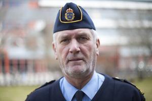 Under onsdagen fortsätter polisens tekniker med att lasta ur misstänkta stöldgods ur de beslagtagna fordonen, uppger Mikael Hedström, polisens presstalesperson.