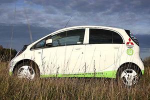 Aerodynamisk design med kort och sluttande front. I-Miev står för Mitsubishi Innovative Electric Vehicle.Foto: Helena Lundberg