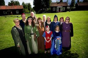 Södra Dalarnas medeltidsförening bjuder in till årets medeltidsmarknad på gammelgården. I dagsläget är 21 försäljare och en hel massa underhållning inbokat samt en häst, ankor och höns.