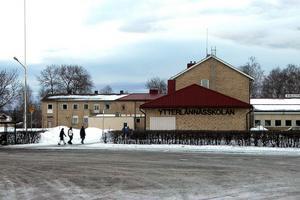 Varför ska Ytterlännässkolan och Nylandsskolan offras? undrar signaturen