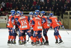 Jubel på Sävstaås efter onsdagens viktiga seger mot Sirius. Nu väntar en veckas träning innan Ljusdal kommer på besök.
