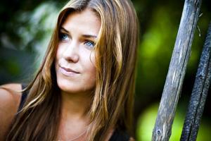 Trots att 18-åriga Clara Hagman åkte ur tidigt ur Idol 2009, gjorde programmet att hon blev upptäckt. Hon hade ingen aning om varför hon skulle åka till Stockholm och provsjunga, men gissade att projektet antingen handlade om Ulf Ekberg och Jonas Berggren skulle satsa på att bli producenter/låtskrivare, eller att gruppen behövde en ny sångerska.