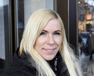 Marina Svensson, 25 år, Gävle, butiksbiträde–Torget är ju något som inte måste göras. Då tycker jag att man kan laga alla hål i gatorna istället.