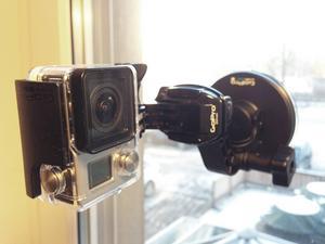 Enligt polisen kan mannen ha brutit mot kameraövervakningslagen. Mannen har berättat för ÖP samt i förhör med polisen att han skulle dokumentera snöfallet genom att göra en så kallad time-lapse. Genom att ta en eller flera bilder i minuten under en längre tid går det att sätta ihop bilderna till en film som till exempel visar hur mycket det snöar under en natt.