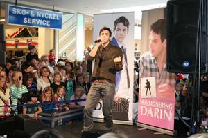 Darin sjöng tre låtar inför stor publik i Galleria Sala torg på lördagen.FOTO: INGALILL FORSS NORBERG