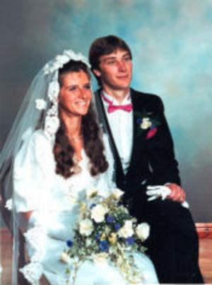 Christer och Christina Fritz, Prästmon, firar i dag den 24 augusti 25-årig bröllopsdag.
