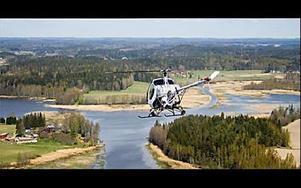 Ett finskt företag har helikopterfotat 4,,000 bilder i augusti på samtliga fastigheter i Smedjebackens kommun för utgivning av 800-sidigt praktverk.FOTO: AERO-KUVA