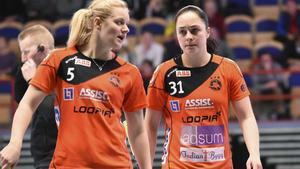 Linnéa Nilsson (till höger) var en av Rönnbys målskyttar mot svenska mästarna Täby FC. De andra två gjordes av Jonna Sjöberg Foto: Stefan Lindgren