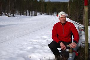 Kanonslingan. Tävlingsledaren Bror Nilsson är helnöjd med konstsnöspåret inför säsongsavslutningen under helgen med Grönklittsjakten.