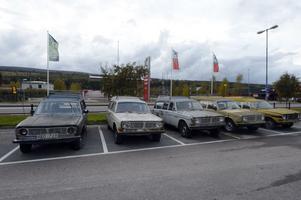 Fem Volvo 145 Express, på samma plats, det menar Svenska Volvo 140-klubben är unikt.