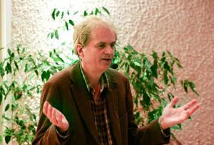 Arne Sundelin är uppvuxen på Frösön och har skrivit flera känsliga barndomsskildringar från den miljön. Nu beskriver han sina motiv och sitt arbete.
