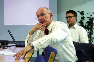 Säger upp 35. HL displays vice vd Kent Hertzell och personalchef Mats Johansson meddelade i går att 35 får sluta på företaget.