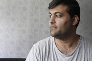Nu får Ghader Ghalamere sina asylskäl prövade på nytt. I januari ska han på intervju i Boden. Under tiden får han vänta. Han är fruktansvärt besviken på alliansregeringen och den svenska migrationspolitiken.    – Varför ska vi vara så hårda?