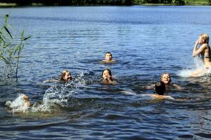 Svalkande skönt med ett bad i Gårdsjön.