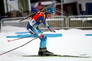 Fredrik Lindström gjorde en stark upphämtning i söndagens jaktstart, men utgångsläget var omöjligt utifrån lördagens svaga sprintinsats.