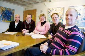 Mikael Abramsson (S), Torsten Medalen (C), Karin Paulsson (S), Gösta Nilsson (Fp) och Dan-Olov Westberg (C) tror på det nya politiska samarbetet i Bergs kommun.