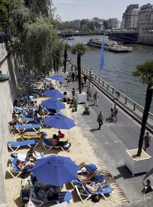 Strandliv mitt i staden är något av allt det Paris kajer bjuder på.