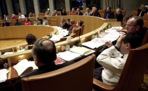 Ovisst möte. Till skillnad från tidigare budgetfullmäktigen kan det den här gången bli spännand eomröstningar.foto: tony persson