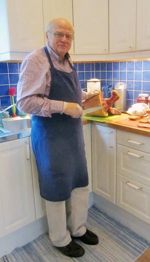 Är det Helge från Långå som försvarar den svenska mattraditionen i nästa veckas Halv åtta hos mig?  Iså fall blir det väl fisk. Knappast skinka som på bilden.