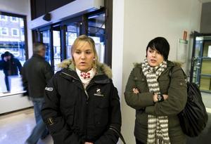 jobbsökande. Jannie Harryson och Linda Hägg planerar att åka till Norge och jobba i vår. I går fick de information på Arbetsförmedlingen i Gävle om vilka möjligheter som finns.