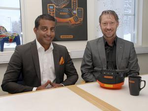 I början av 2016 presenterade Johan Hårdén, till vänster, Tommy Larsson som ny vd för Åkerströms Björbo AB, som tillverkar och säljer produkter och system för radiostyrning av bland annat industrikranar, mobila applikationer, portar och lok.