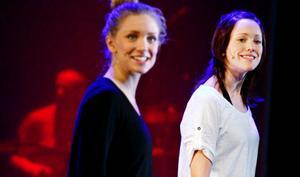 Fyra dansare ser till att det blir extra mycket fart och fläkt i år. Förutom Emilie Sjunnesson och Kickan Westerberg som vi ser på bilden är det Therese Blomstrand och Andrea Törnblom Forslund.