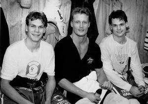 VLT 901214. Nicklas Lidström, Thomas Lilja och Lars Ivarsson är tre västmanlänningar som åker med Tre kronor till Izvestija-turneringen i Moskva.