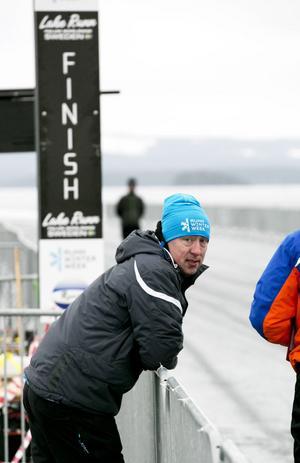Arrangören Christian van Dartel berättar att tävlingen i Falun skulle ha varit säsongens fjärde world cup-tävling, men att det blev den andra på grund av inställda tävlingar.