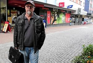 Benny Rosengren vill att kommunen inför tiggeriförbud vid elva butiker och affärsentréer i Ludvika och Grängesberg. Efter beslutet i Katrineholm nyligen har han fått förnyat hopp om att få stöd för förslaget.