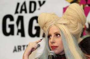 Lady Gaga tar ställning.