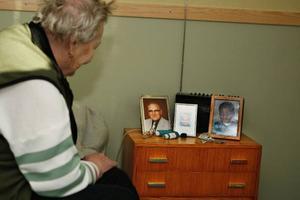 Fotografier av nära och kära är ett nästan obligatoriskt  inslag hos de äldre på Gellinergården.