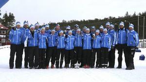 Folksam Cup-truppen 2016. Bakre raden från vänster: Ulrik Ulander (ledare), Pär Bodin (vallare), Elis Tingelöf (Sollefteå Skidor IF), Isak Seijsing (Hägglunds Ski Team SK), Alexander Gidlund (Husums IF SK), Vilgot Lindh (Bondsjöhöjdens IK), Anton Eriksson (Sollefteå Skidor IF), Hampus Bodin (Sollefteå Skidor IF), Elsa Forsberg (Kramfors-Alliansen), Björn Tingelöf (vallare), Hugo Eriksson (Husums IF SK), Sara Lagerskog-Eriksson (ledare), Magnus Strömberg (vallare) samt Karl-Gunnar Häggkvist (vallare).    Främre raden från vänster: Jens Boveng (ledare), Rikard Westin (Sollefteå Skidor IF), Johanna Nordqvist (Ramsele IK), Julia Johansson (Skorpeds SK), Sanna Sjöberg (Anundsjö IF), Lovisa Olsson (Husums IF SK), Johanna Dahl (Vårby IK), Elin Edström (Bondsjöhöjdens IK) samt Julia Sjödin (Bondsjöhöjdens IK).