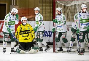 Börja om. VSK fick usel start på SM-kvarten mot Vänersborg. I kväll spelas andra matchen i Vänersborg.Foto: Rune Jensen