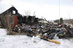 Det är inte mycket kvar av villan i Arkyttan som brann ner på torsdagskvällen.