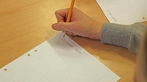 En elev skriver ett brev om hur hennes vardag kommer se ut om trettio år.