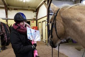 Particia Nyman och hästen Bella ska ut på hästorientering för första gången.