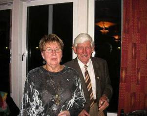 Skönsbergskretsens nuvarande ordförande Inga-Britt Nilsson och dess tidigare ordförande Tore Magnusson vid 65-årsjubileet.