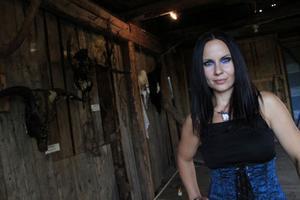 Petra Shara Stoor visade upp sin skallkonst när galleriet invigdes på fredagen.