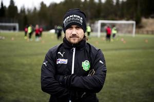 Mats Falck, tränare i Gottne IF, såg till att åskådaren som hotade linjemannen lämnade platsen.
